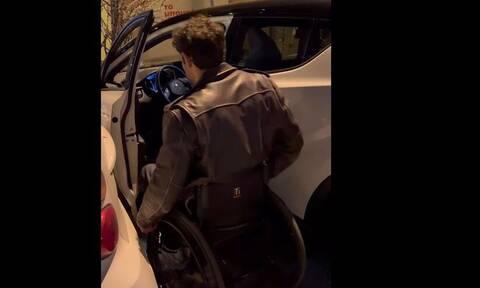 Αντώνης Τσαπατάκης: Το απίστευτο βίντεο του Παραολυμπιονίκη - Δίνει «μάχη» για να μπει στο αμάξι του