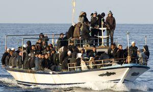 SOS στη Μεσόγειο: 128 άνθρωποι κινδυνεύουν να πνιγούν, σύμφωνα με ιταλικά ΜΜΕ