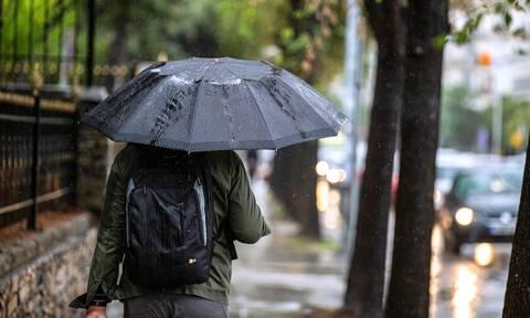 Καιρός: Νεφώσεις με βροχές και σποραδικές καταιγίδες αναμένονται για αύριο Δευτέρα