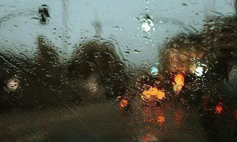 Καιρός: Βροχές και ισχυροί άνεμοι «χτυπούν» τη χώρα - Πού θα είναι εντονότερα τα φαινόμενα