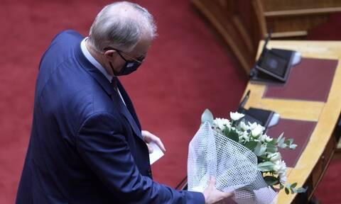 Φώφη Γεννηματά: Η συγκινητική ομιλία του Κώστα Τασούλα στη Βουλή - Εναπόθεσε λουλούδια στο έδρανο