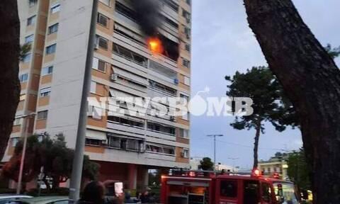 Φωτιά σε διαμέρισμα στο Περιστέρι - Επί ποδός η Πυροσβεστική (pics+vid)