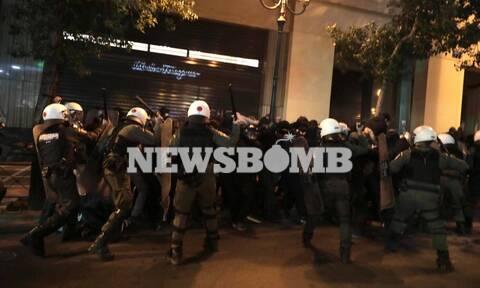 Επεισόδια και χημικά στο κέντρο της Αθήνας σε συγκέντρωση κατά της αστυνομικής βίας