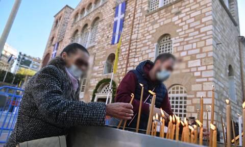Θεσσαλονίκη: Χωρίς μασκες οι πιστοί στον Άγιο Δημήτριο - Κοσμοσυρροή και ισχυρές δυνάμεις της ΕΛ.ΑΣ.