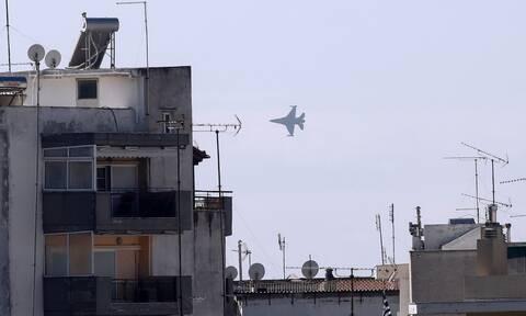 28η Οκτωβρίου: F-16 «έσκισε» τον ουρανό της Θεσσαλονίκης - Εντυπωσιακοί ελιγμοί (vids)