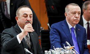 Ο Τσαβούσογλου απείλησε τον Ερντογάν με παραίτηση για το «personae non gratae» των 10 πρέσβεων