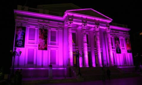 Το Δημοτικό Θέατρο Πειραιά φωταγωγήθηκε ροζ για τον καρκίνο του μαστού (photos)