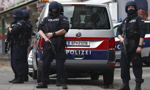 Συναγερμός στην Αυστρία: Τέσσερις τραυματίες σε επίθεση με μαχαίρι στη Βιέννη