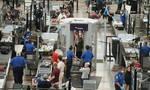 ΗΠΑ: Μεγάλες ουρές αναμονής αναμένουν οι αεροπορικές εταιρείες μετά την άρση των περιορισμών