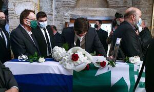 Κηδεία Φώφης Γεννηματά: Απαρηγόρητος ο Παύλος Χρηστίδης, λύγισε πάνω από το φέρετρο