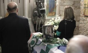Κηδεία Φώφης Γεννηματά: Τραγική φιγούρα η αδερφή της, Μαίρη - Ζήτησε να μείνει μόνη μαζί της