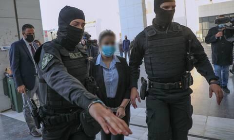 Επίθεση με βιτριόλι: Διέκοψε το δικαστήριο - Αποφασίζουν για την Έφη Κακαράντζουλα