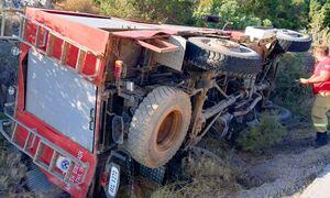 Επίθεση σε πυροσβεστικό όχημα στο Σχιστό