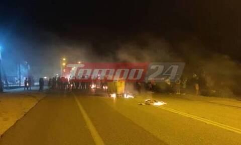 Πάτρα: Κλειστή η Πατρών - Πύργου στα Σαγέικα - Ρομά έβαλαν φωτιές και καίνε λάστιχα